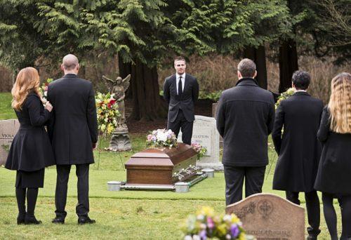 Arrow season 4 laurel funeral 1 500x342
