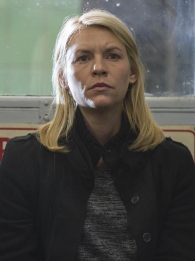 Carrie looks for quinn at police station homeland s6e6