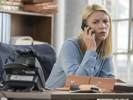 Carrie takes a call from max homeland