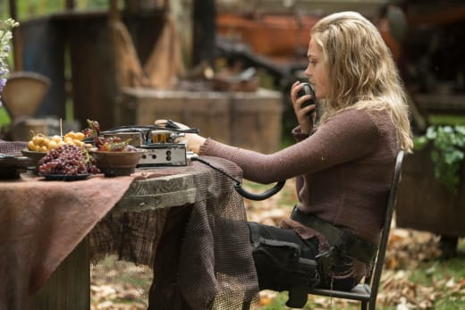 Clarke griffin in a new shirt the 100