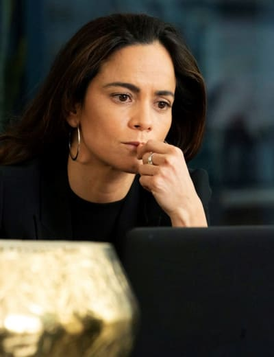 Expanding her business tall queen of the south s4e1