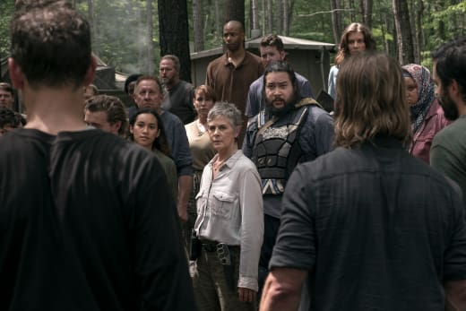Hostility is in the air the walking dead s9e3