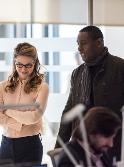Looking for a distraction tall supergirl s4e12