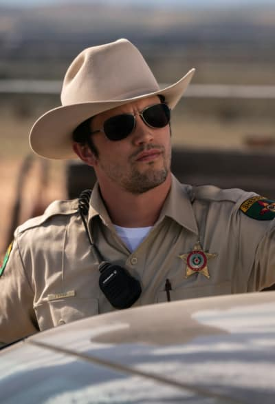 Max with shades roswell new mexico s1e4