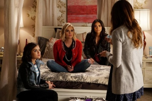 Pretty little liars 500x333