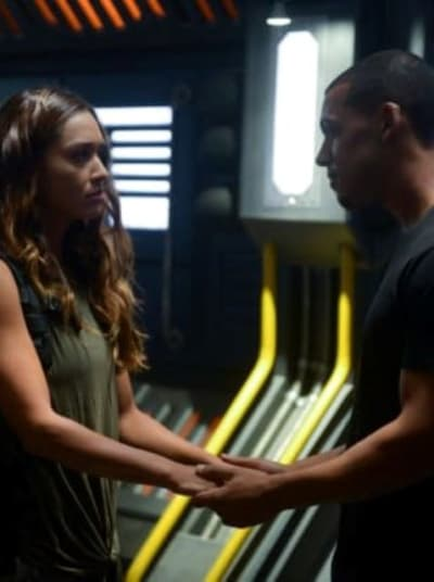 Raven and zeke together tall the 100 s6e1