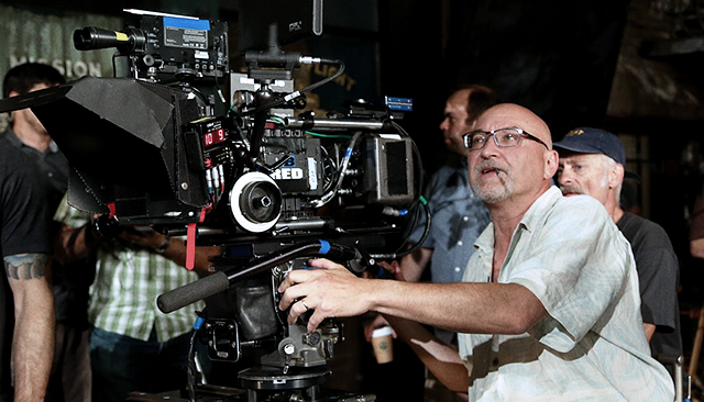 Frank Darabont behind the camera on Mob City