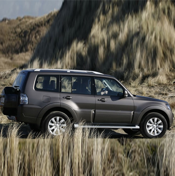 Bottom-line-Mitsubishi-pajero-1