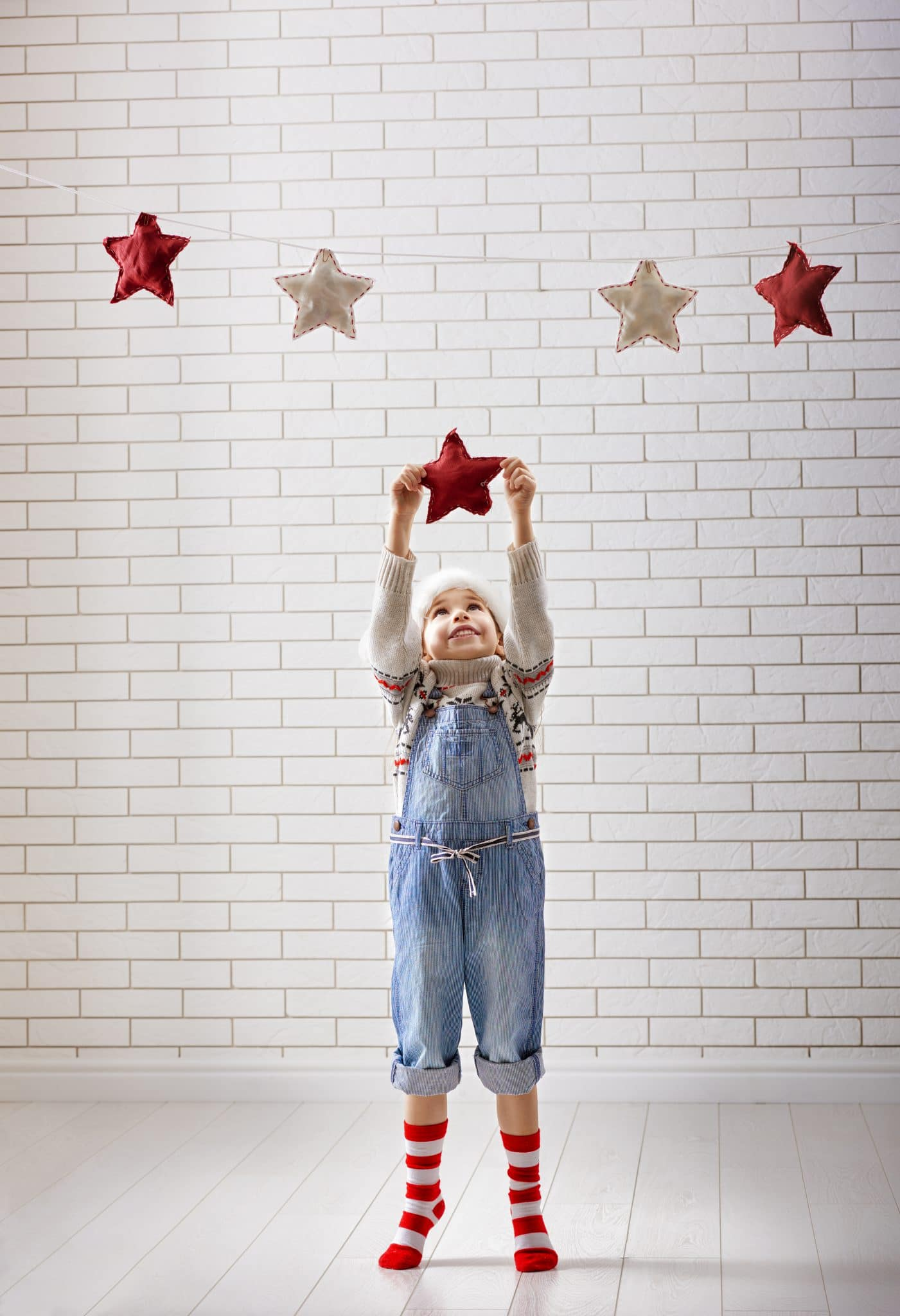 child-hangs-the-stars-PWK7XFB