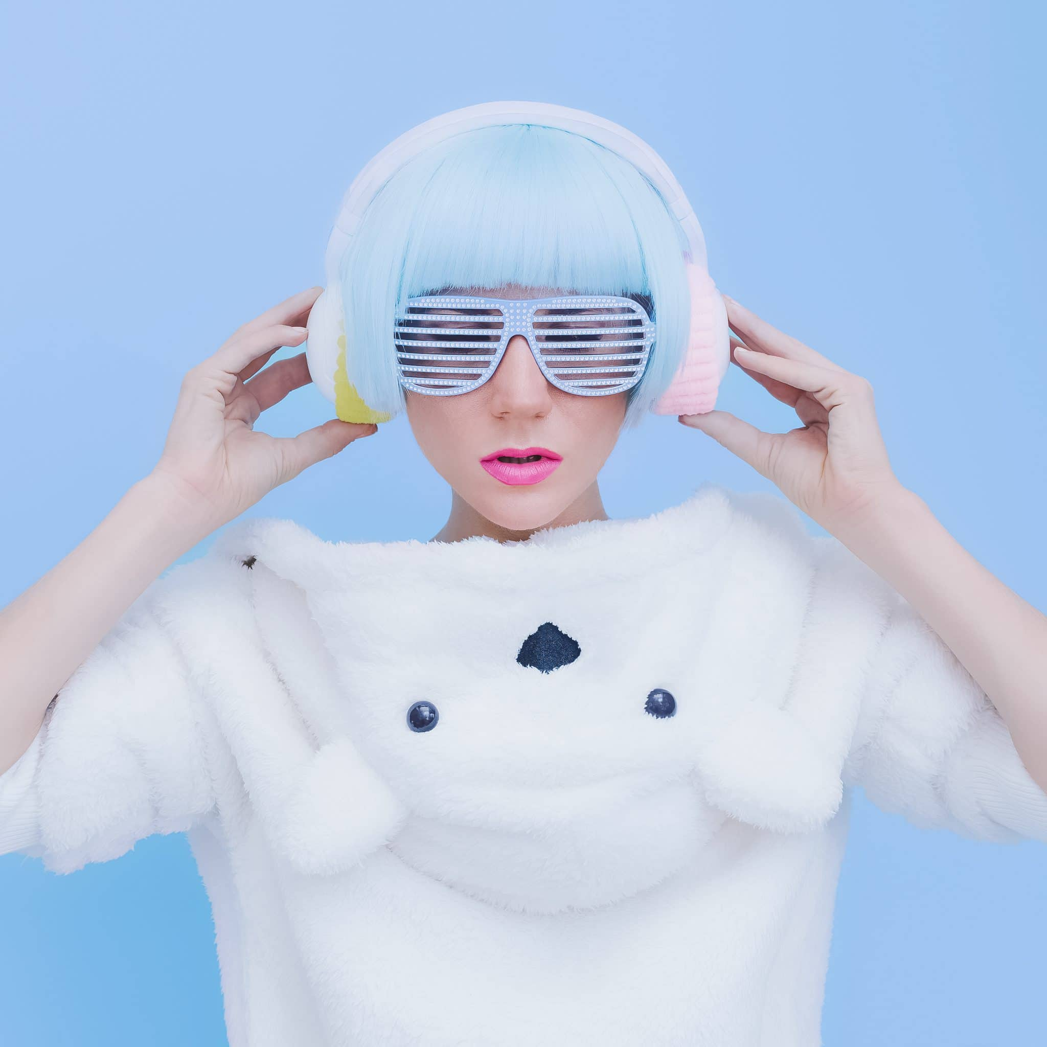 teddy-bear-girl-dj-on-a-blue-background-crazy-PMZUD22