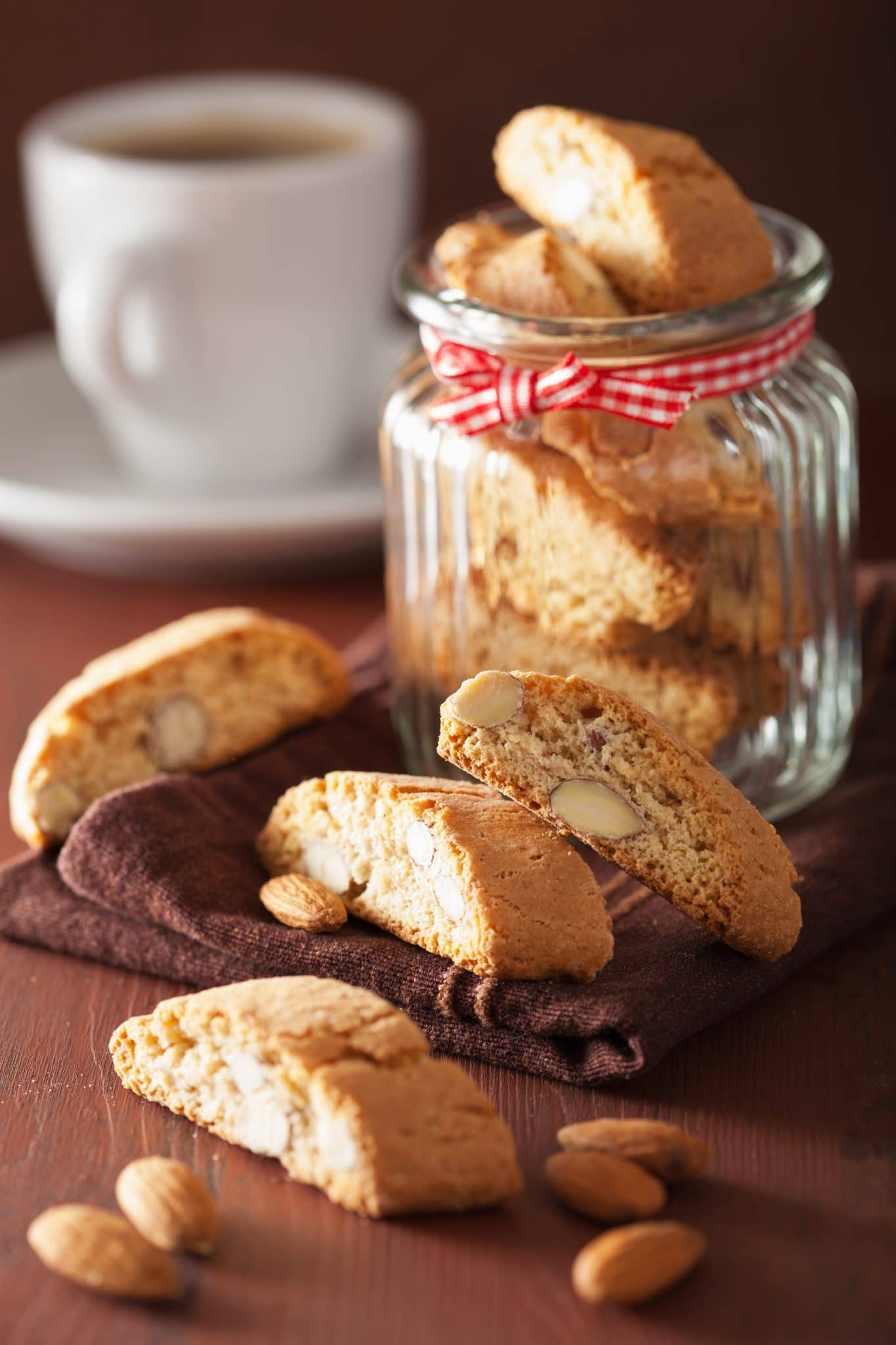 traditional-italian-cantuccini-cookies-in-glass-PHJ24YZ