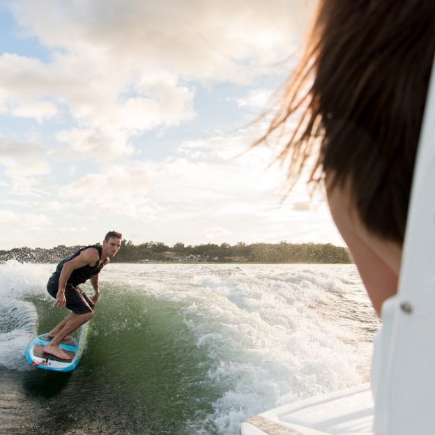 25 Rx Surf Regal Boats Overview