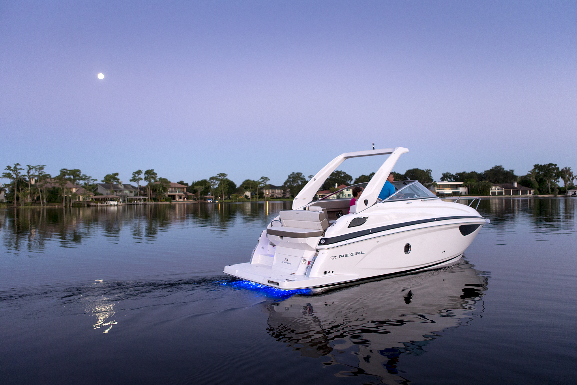 28 Express - Regal Boats Overview