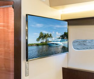 """32"""" TV with BluRay DVD Player"""