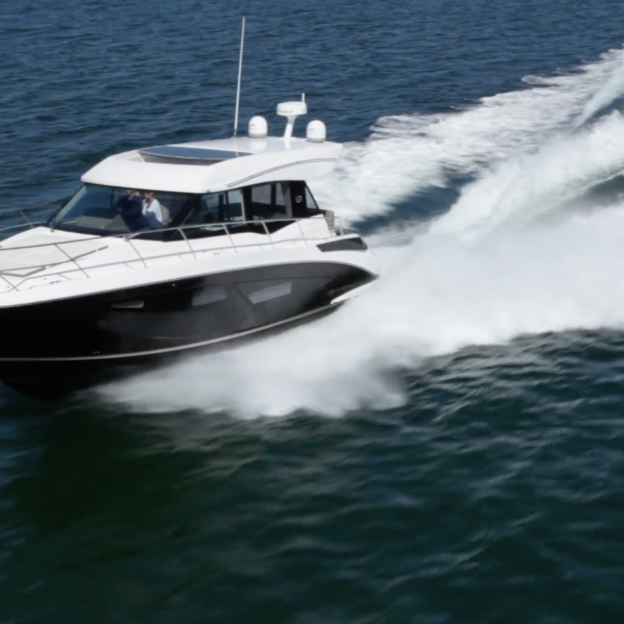 42 Grande Coupe - Regal Boats Overview