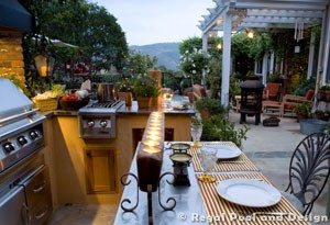 THINGS TO CONSIDER WHEN BUILDING A THE WOODLANDS OUTDOOR KITCHEN