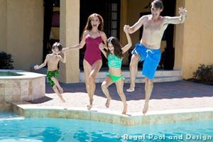 TOP DESIGN FEATURES FOR A FAMILY FUN POOL