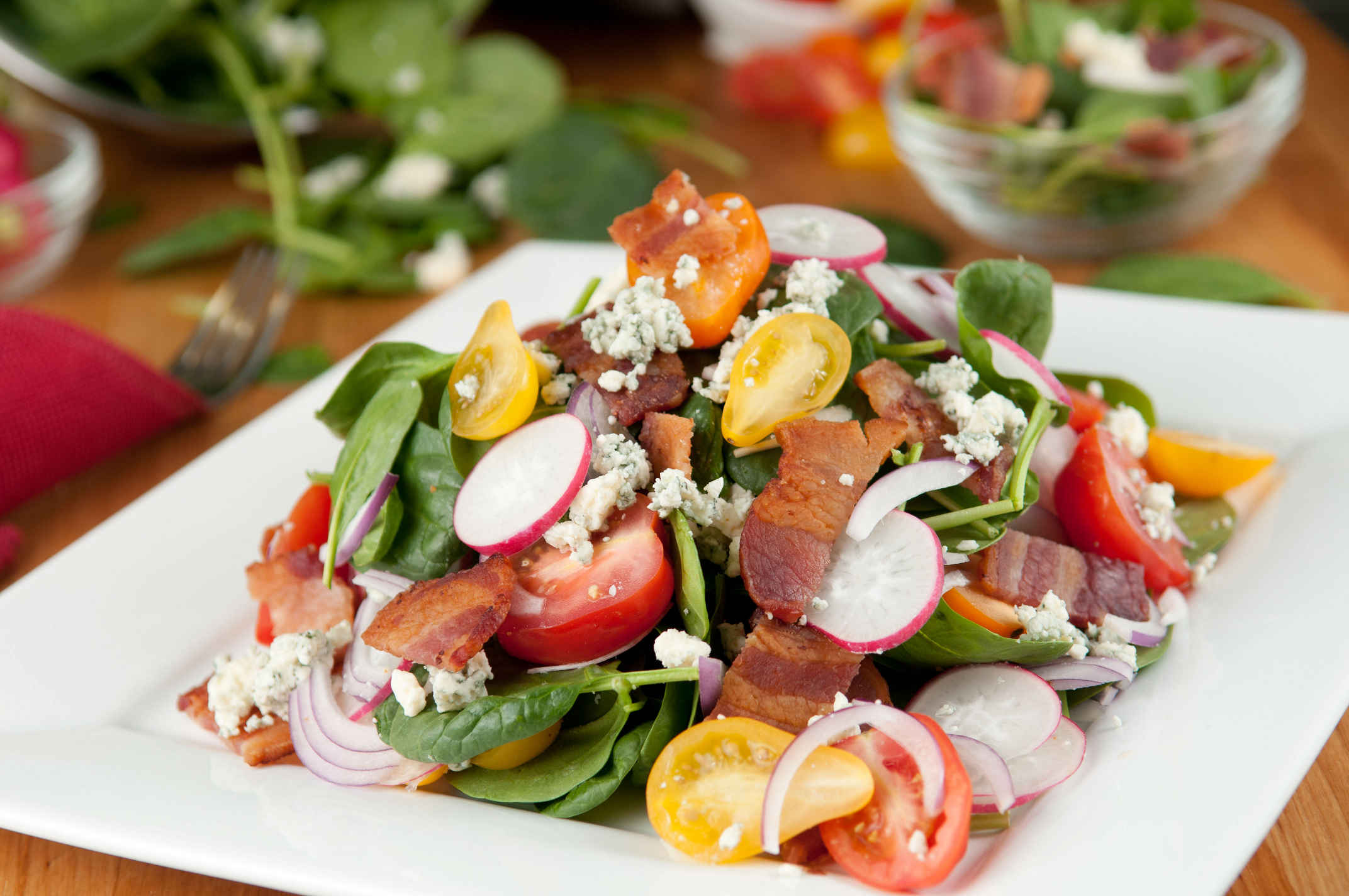 Bacon_spinach_salad_plated
