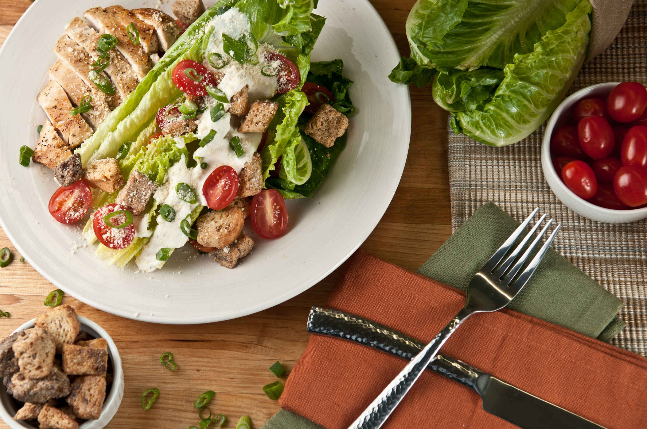 Chicken_caesar_salad_plated