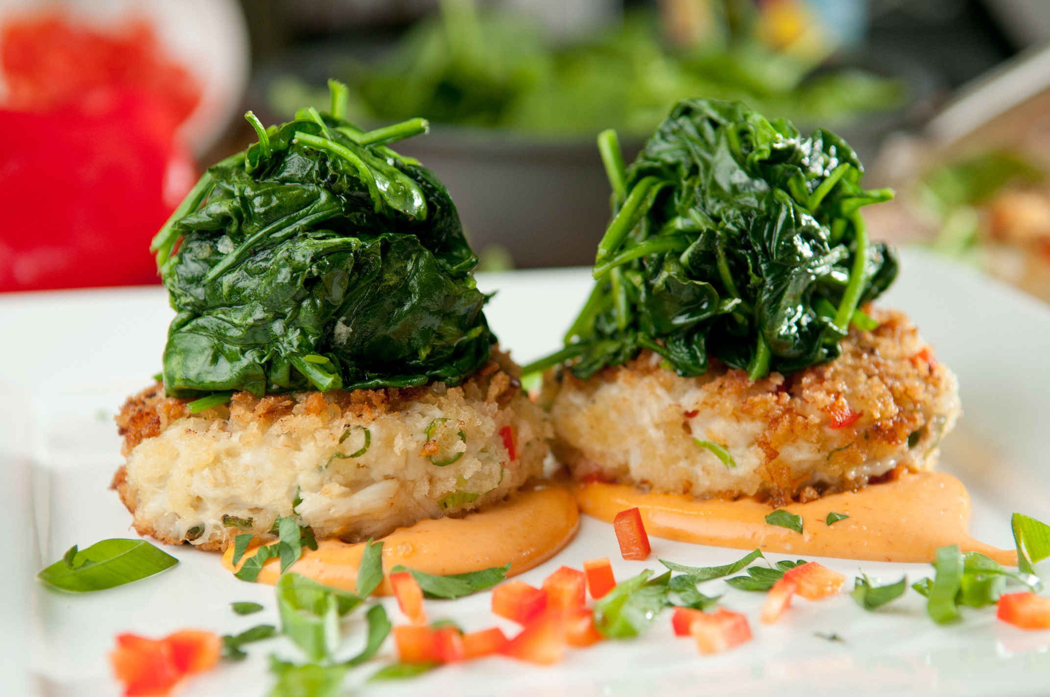 Crab_cakes_with_spinach_plated