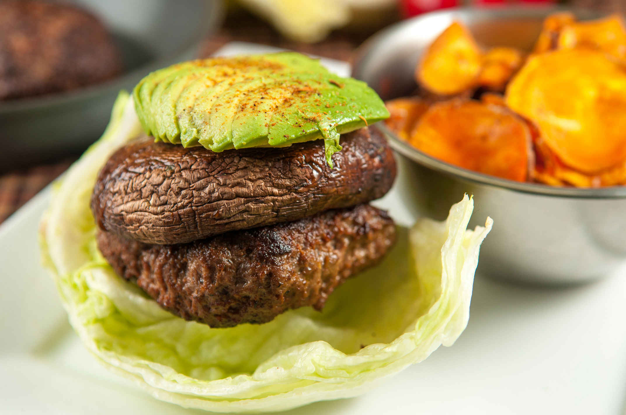 Lettuce_wrapped_burger_plated