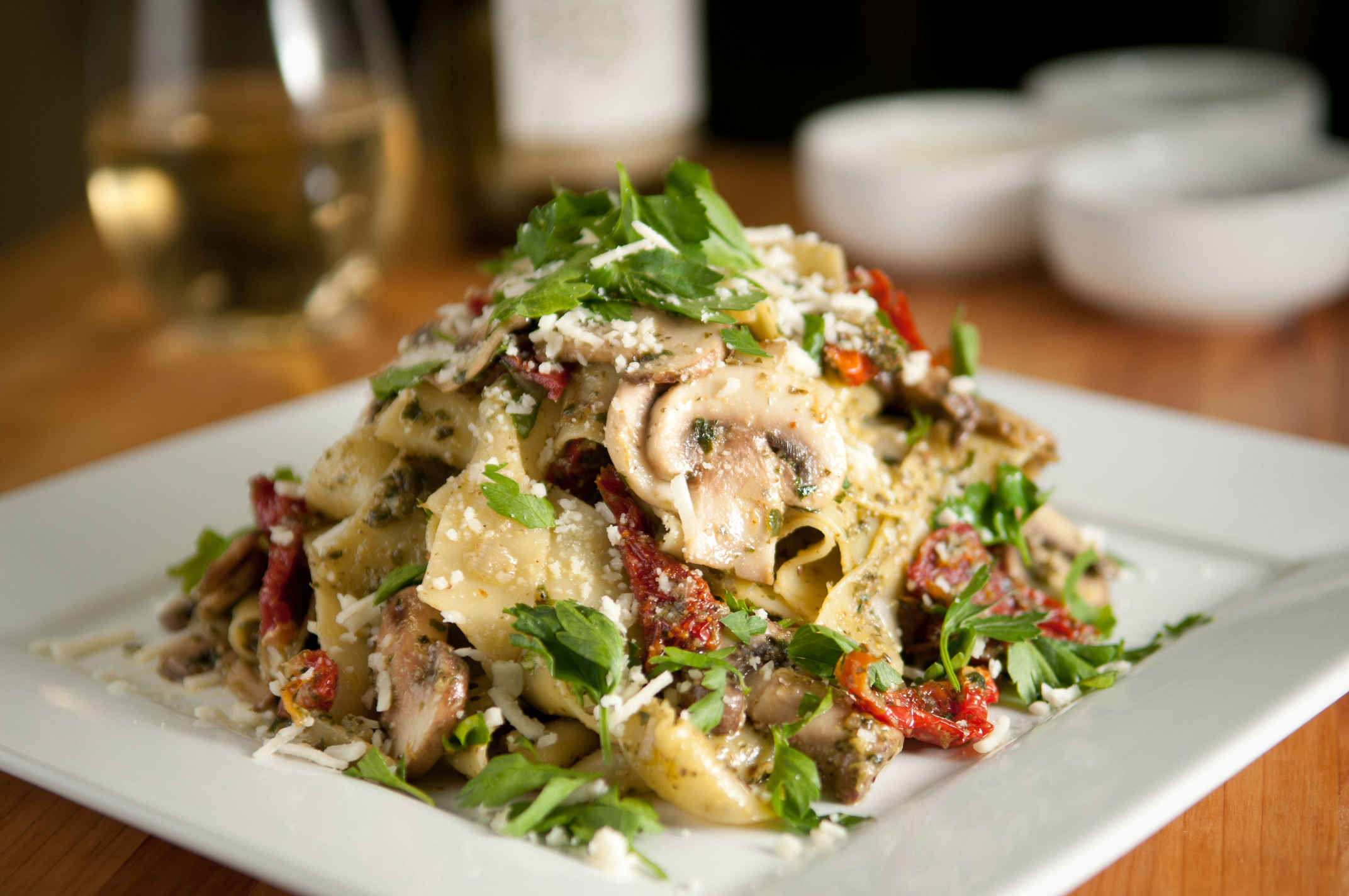 Pappardelle_with_mushrooms_plated