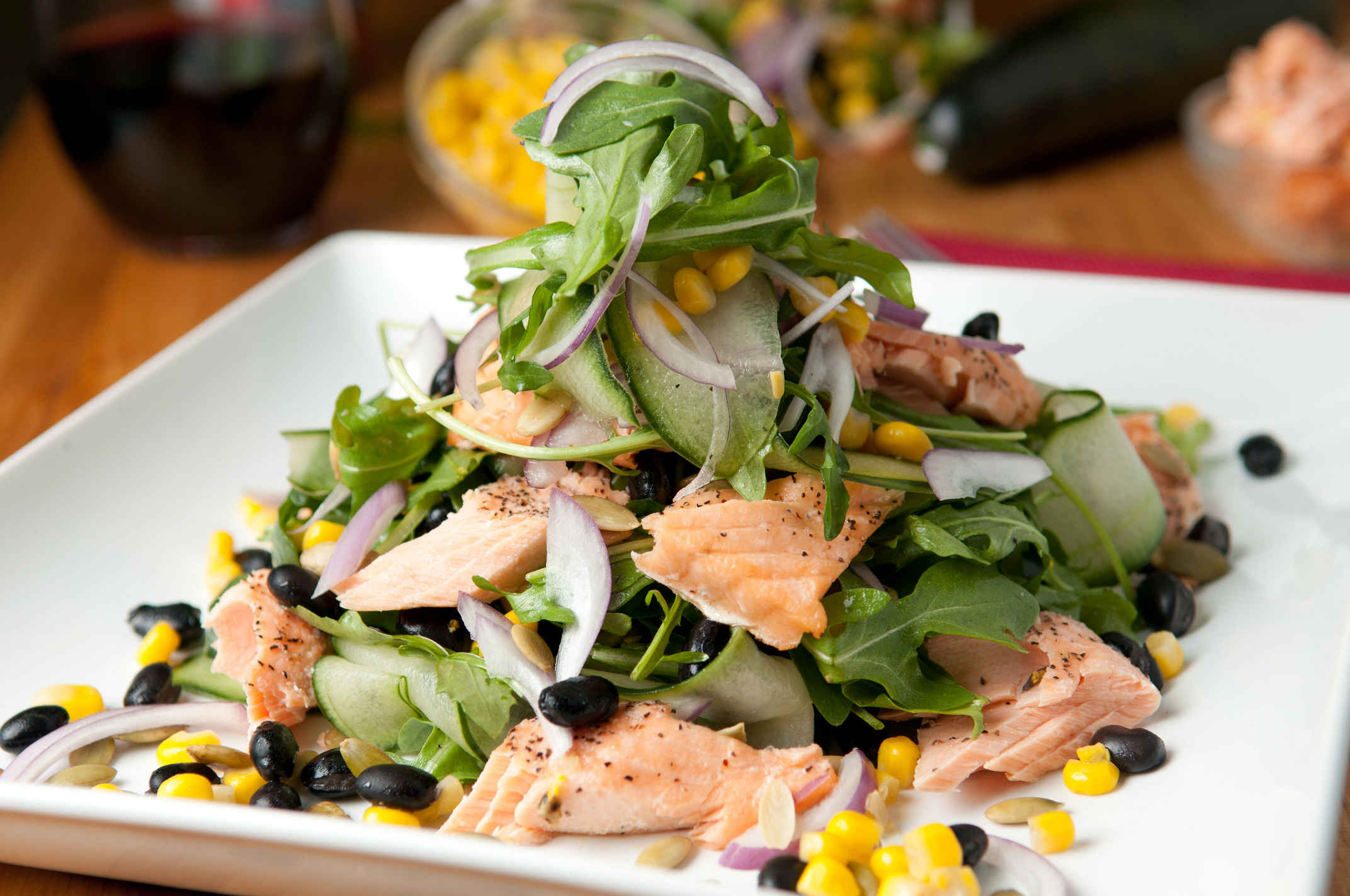 Salmon_and_arugula_salad_plated