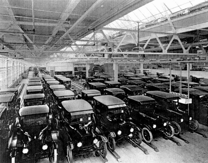 Ford automobile plant in the early 1900's