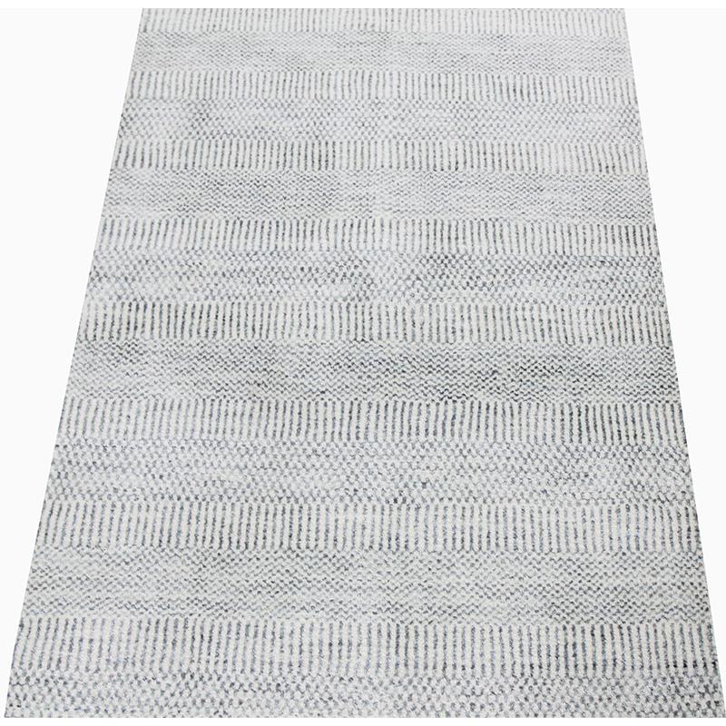 A501031 Modern Wool And Silk Area Rug 2 7x8 4