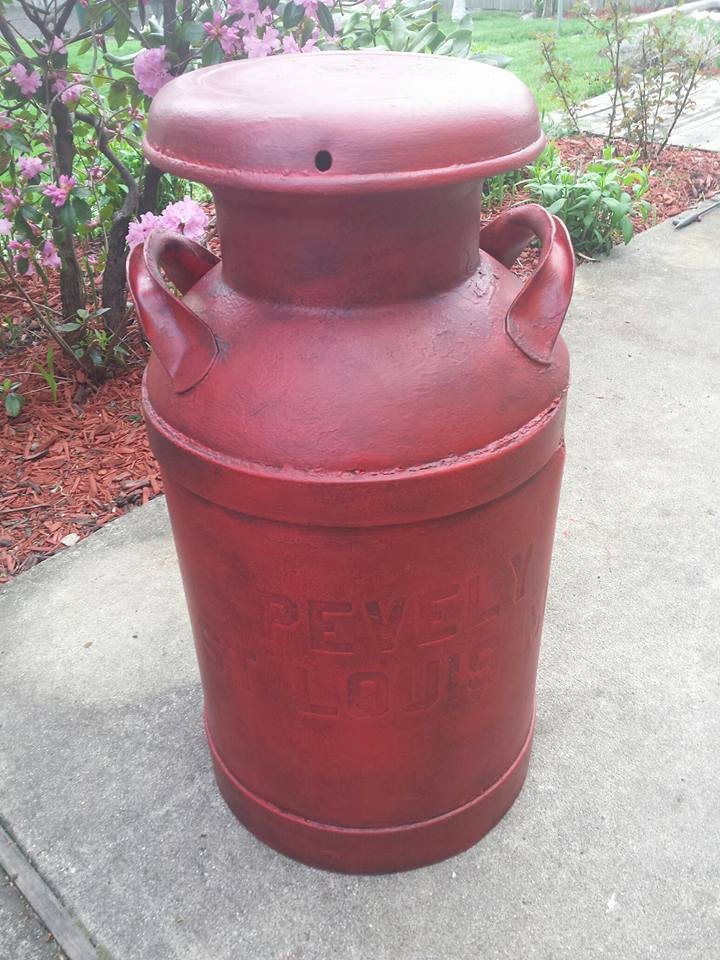 Turned out so cool! Traci F. used Farmhouse's Moroccan Red to dress up this vintage metal milk can!