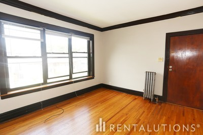 Picture of 3823 27 N. Drake Ave, Unit 3825-2