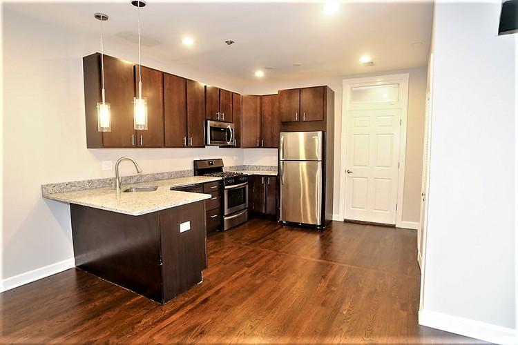656 58 W. Gordon Tr., Chicago, IL - 2,395 USD/ month