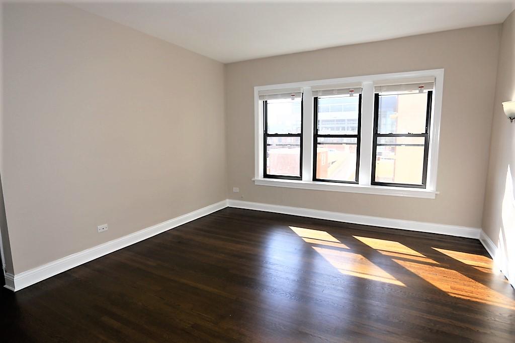 525 W. Barry Avenue