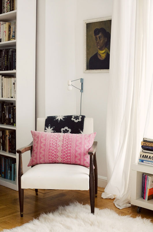 5 ways to make a diy reading nook abodo apartments there is just something wonderful about having a space in the house where you can curl up get absorbed into a great book and escape from the world solutioingenieria Image collections