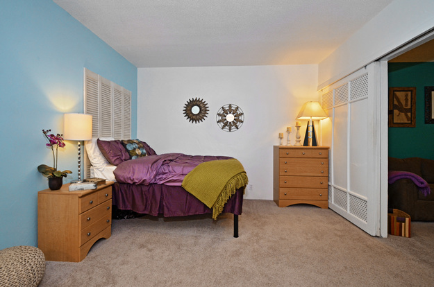 Huge Franklin Pointe bedroom with intuitive layout and plush carpet