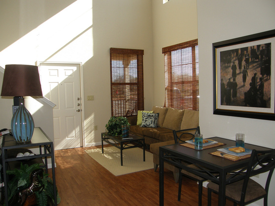 Airy 2818 Place Apartment With High Ceilings And Open Floor Plan