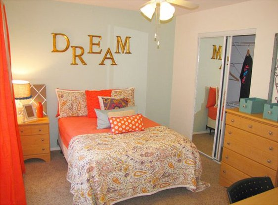 Bright and cheerful District on Luther bedroom with large closet