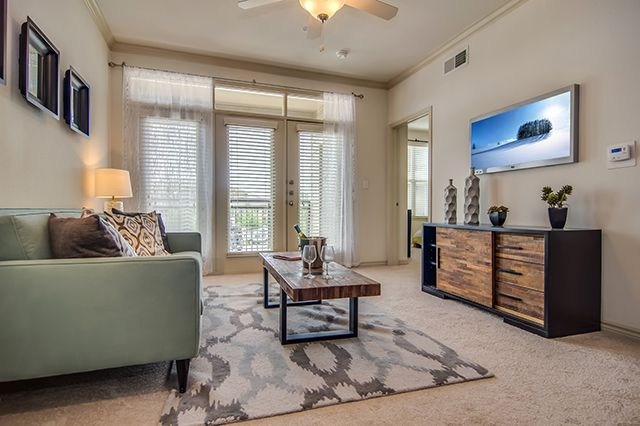 Huge Crescent Pointe living room with plush carpet and private balcony entrance