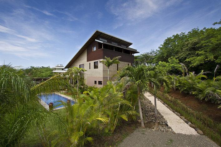 Rentini woodbox costa rica luxury beach villa for Costa rica luxury villa