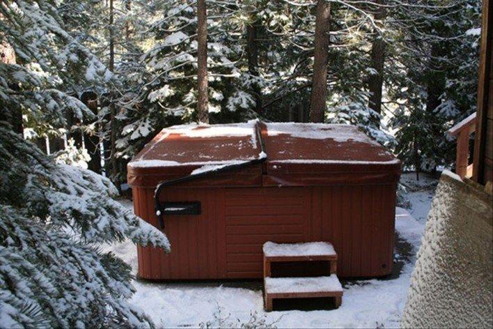 Rentini - So Lake Tahoe Chalet Cabin w/ Deck / Hot Tub