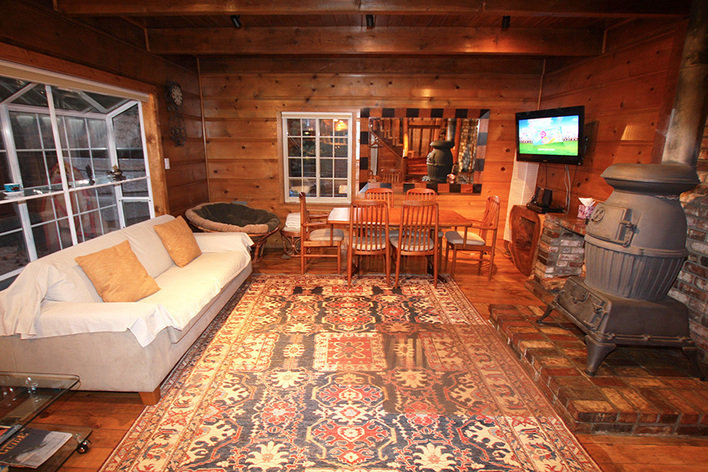 Rentini modern knotty pine lake tahoe cabin for Rent a cabin in south lake tahoe
