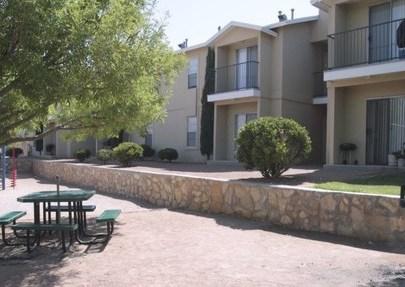 Huntington Park, El Paso - (see pics & AVAIL)