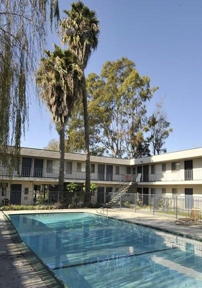 710 Credit Score >> Country Villa Apartments, Long Beach - (see pics & AVAIL)