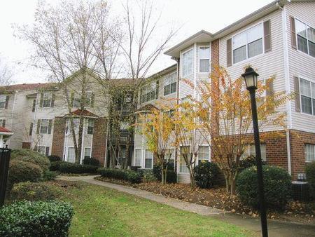 Courtyard At Maple Atlanta See Pics Amp Avail