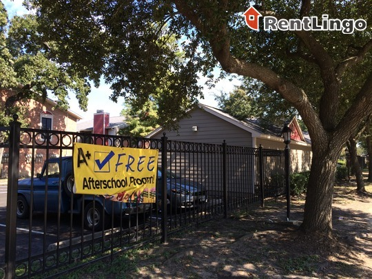 200 Hollow Tree Ln Houston See Reviews Pics Amp Avail