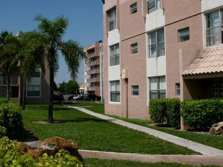 Center Court Apartments North Miami Fl