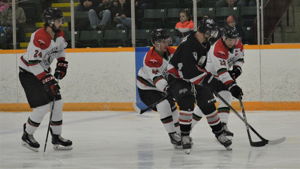 The River Valley Thunder Senior A men's hockey team, here taking on the Saint-Basile Aces at the end of last season, won't be back on the ice this spring. A virtual meeting held on Feb. 21 resulted in the cancellation of the rest of the Regional Hockey League season.