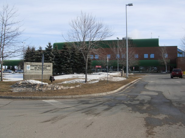 Visits to a unit at the Tracadie Hospital have reopened following a possible COVID-19 exposure.