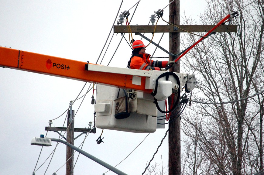 There are more than 2,200 people without electricity Tuesday morning as winds gusting up to 90 km/h batter New Brunswick.