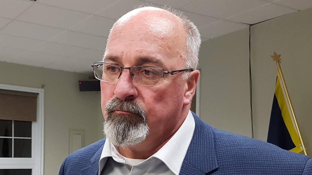 Dalhousie Mayor Normand Pelletier says if re-elected, he will push for regional funding of regional facilities at the table of the Restigouche Regional Service Commission.